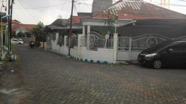 Rumah di Simpang Darmo Permai Selatan 13, Hook